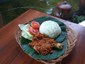 kuliner ayam penyet solo-culinary chicken penyet solo